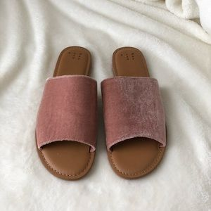 A new day Dorathea Velvety slide sandals NWOT